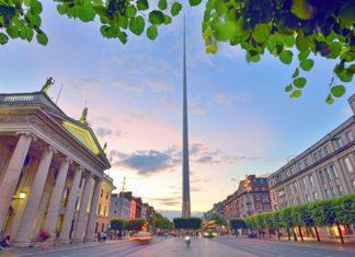 Dublin Spire při západu slunce | jordachelr/123RF.com