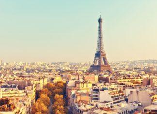 Pohled na Eiffelovu věž při západu slunce   sborisov/123RF.com