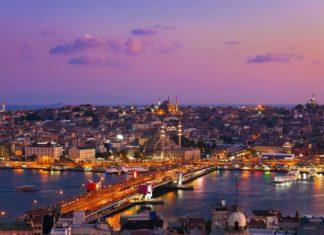 Pohled na Istanbul při západu slunce | violin/123RF.com
