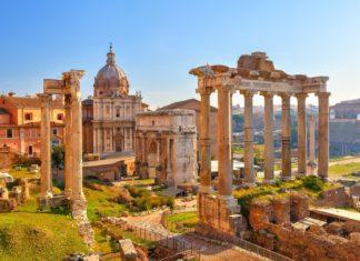 Starověké ruiny v Římě | sborisov/123RF.com