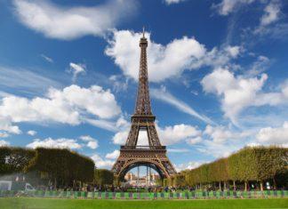 Eiffelova věž a městský park ve Francii | samot/123RF.com