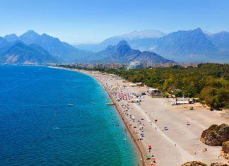 Pláž v tureckém letovisku Antalya | Violin/123RF.com