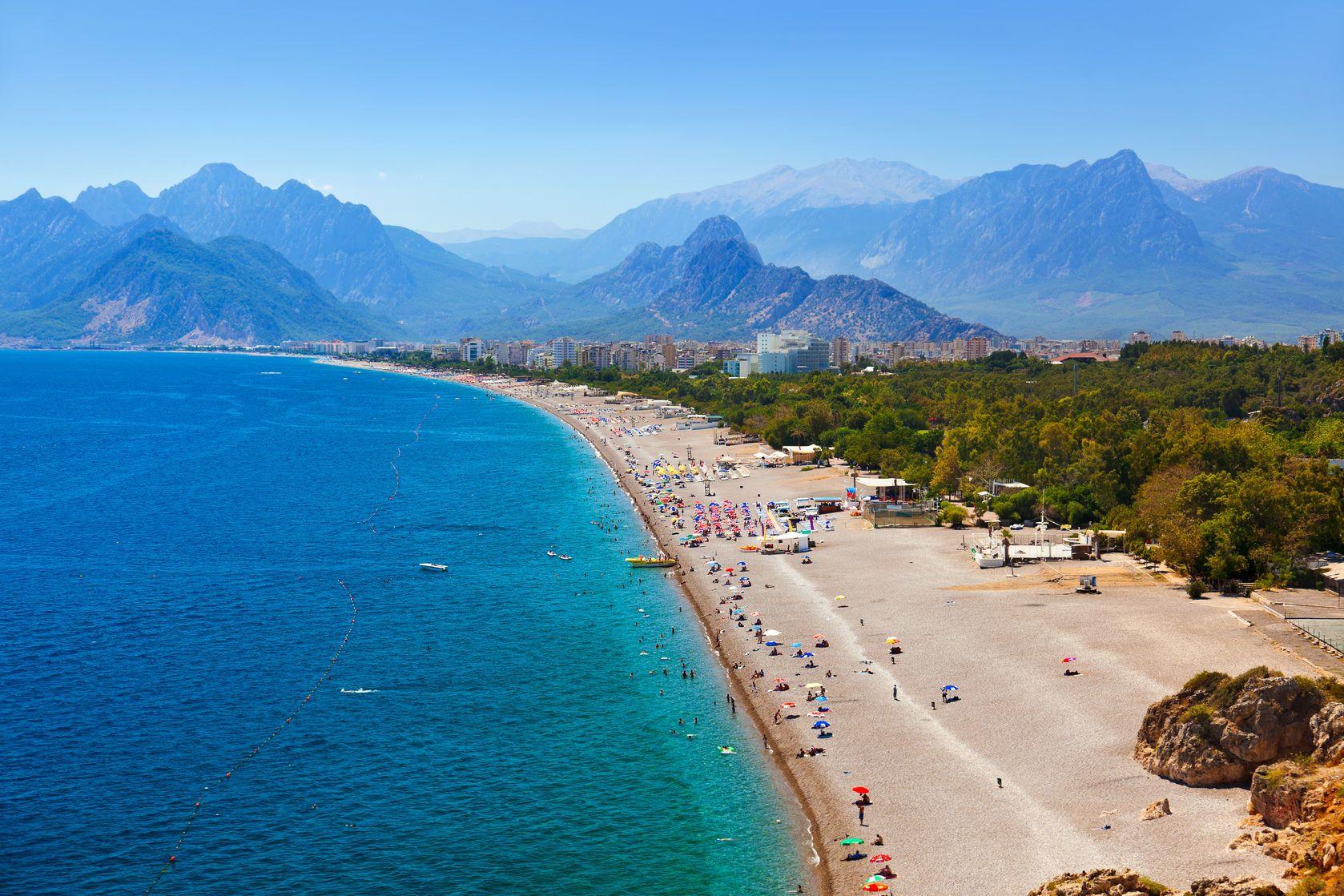 Pláž v tureckém letovisku Antalya   Violin/123RF.com