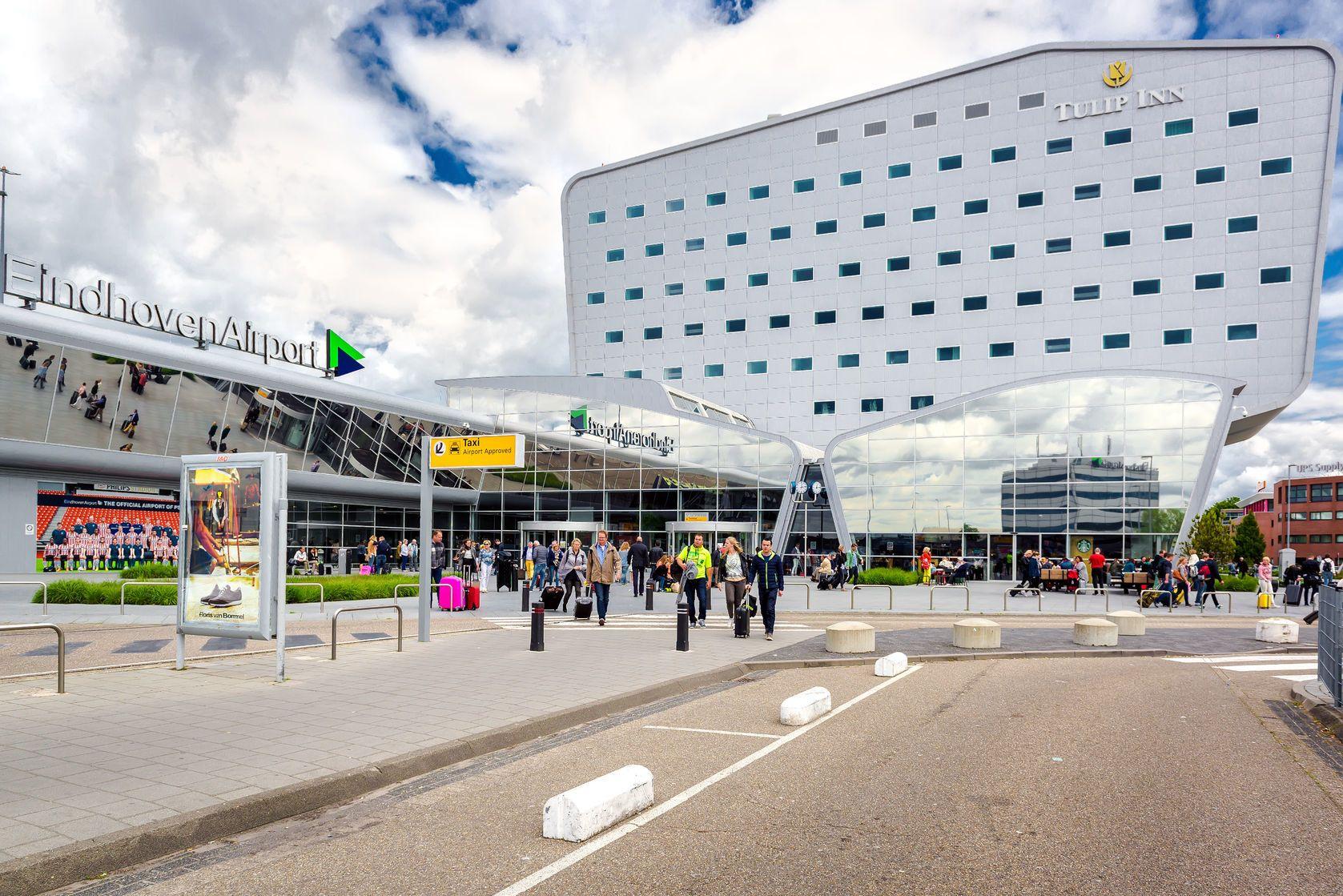 Dav lidí na letišti Eindhoven | amoklv/123RF.com