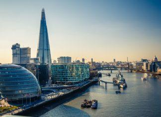 Protékající Temže v Londýně | sborisov/123RF.com