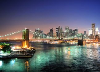 Panorama nočního New Yorku | rabbit75123/123RF.com