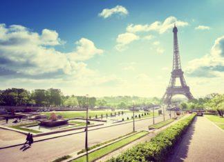 Park a Eiffelova věž v Paříži | iakov/123RF.com