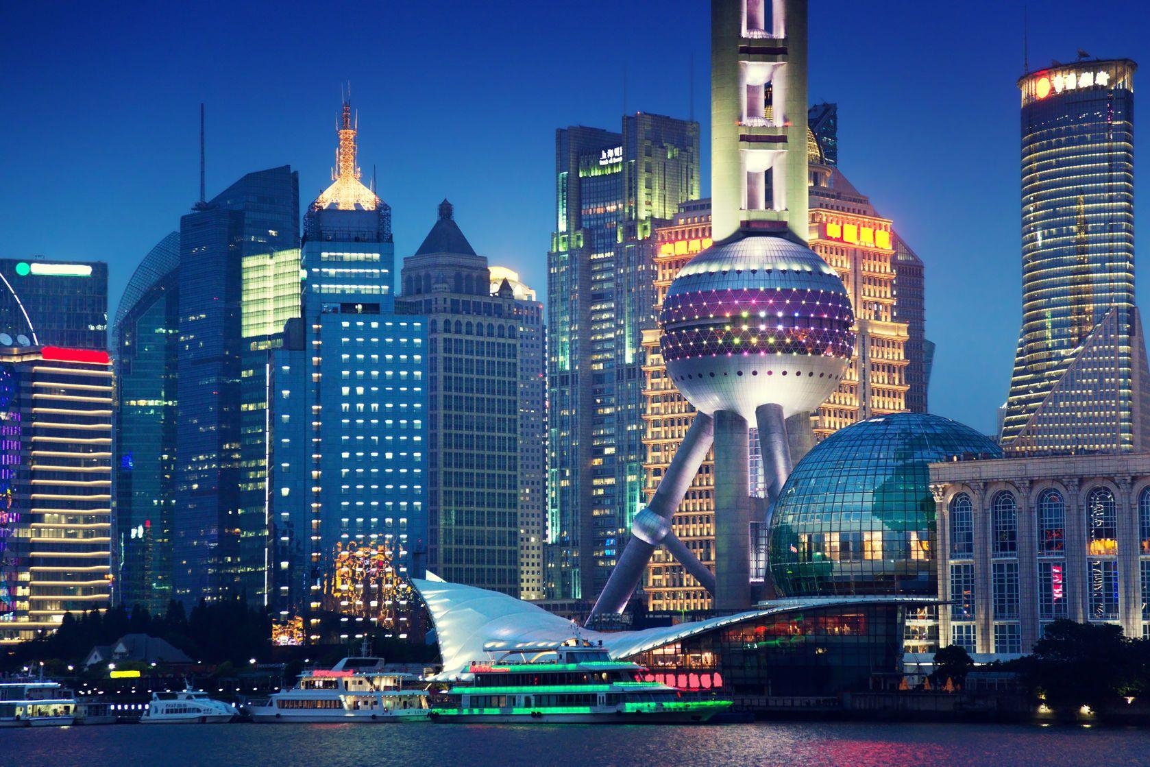 Pohled na Šanghaj v noci | iakov/123RF.com