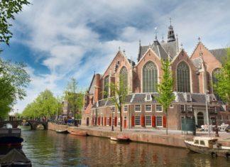 Kostel Oude Kerk v Amsterdamu | neirfy/123RF.com