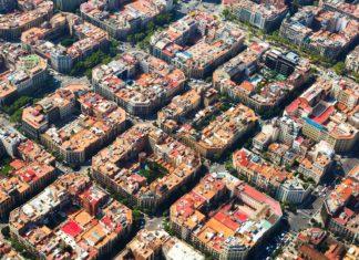 Letecký pohled na zástavbu v Barceloně | jackf/123RF.com